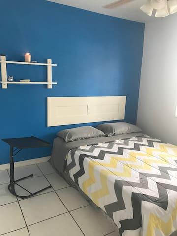 Private Room Queen Bed - Weston - Casa