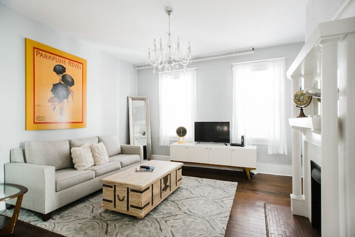Flexible Deposit/Refund Policies: Downtown Digs for Four, Walk Everywhere