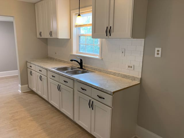 Newly Remodeled Burlington Bungalow Near I-85/40