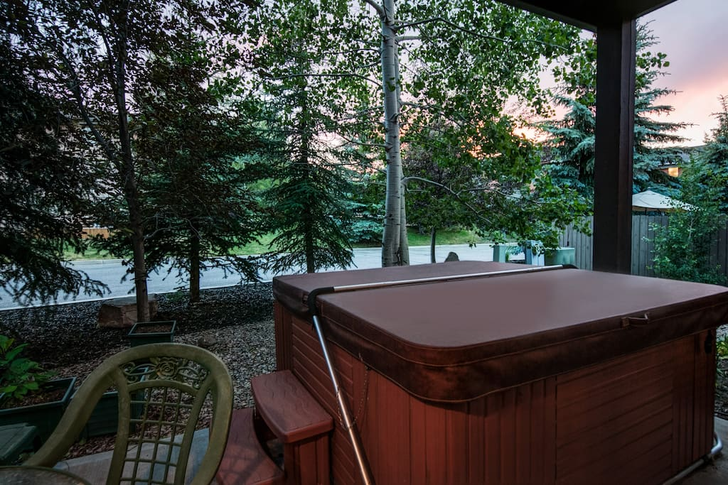 Outdoor Hot Tub - Sink into the year-round outdoor hot tub, day or night, to enjoy the views and fresh air