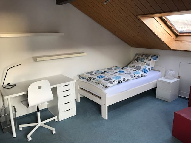 Zimmer 2 in ruhiger, gemütlicher Doppelhaushälfte