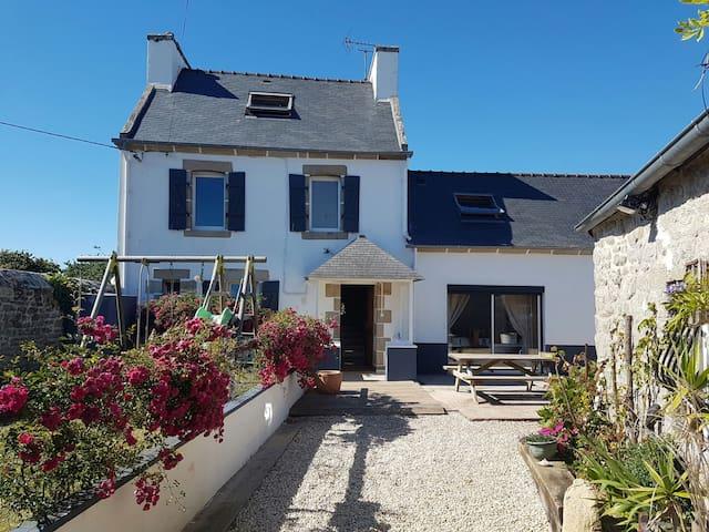 Beau corps de ferme rénové - Esquibien - House