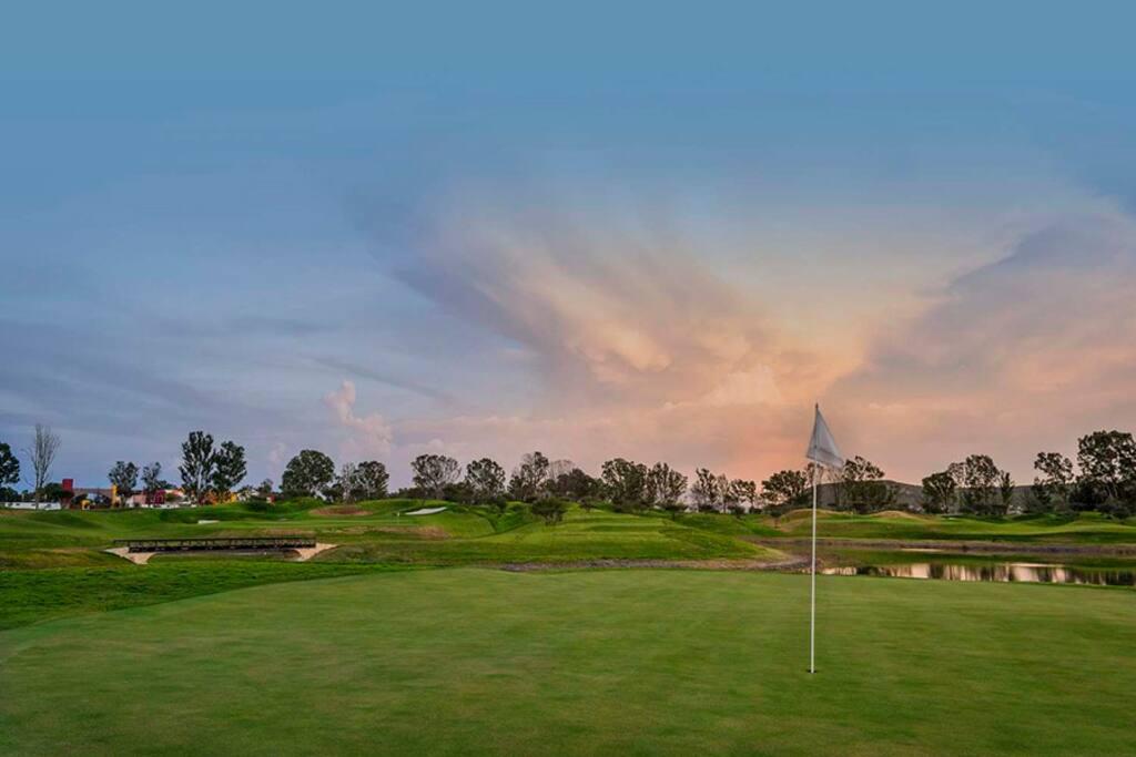 Campo y academia de golf