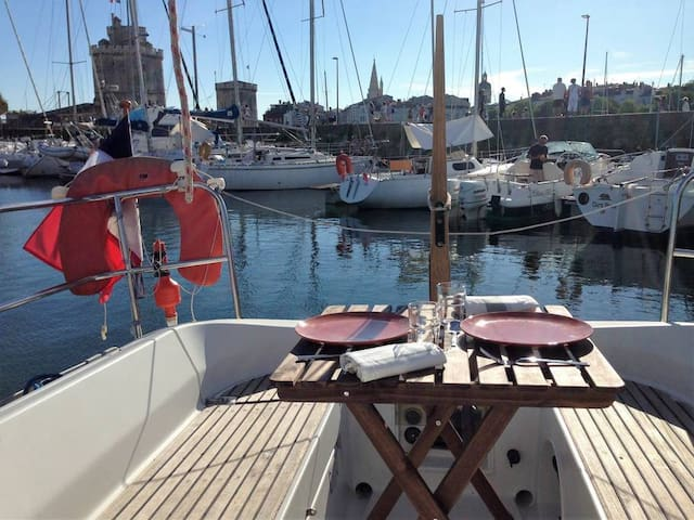 Bateau hyper centre La Rochelle (OCEANIS)