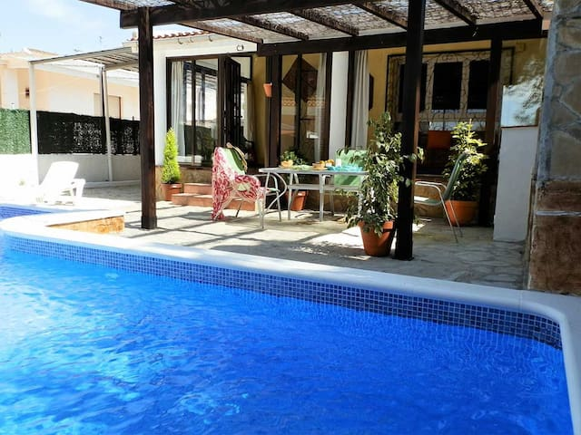 CASA Bicci, Ideal house for your holidays near the sea, free wifi, air conditioning, private pool, pets allowed, dog's beach.