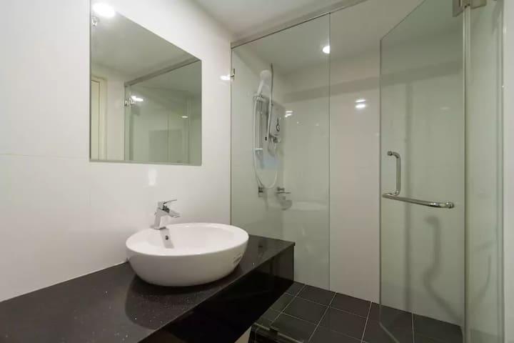 Bathroom in the ensuite room