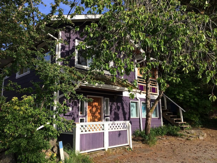 Private Funky Studio Suite in the heart of Tofino!