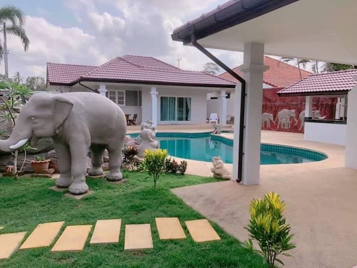 Ban Prai Pool Villa Bang Saray