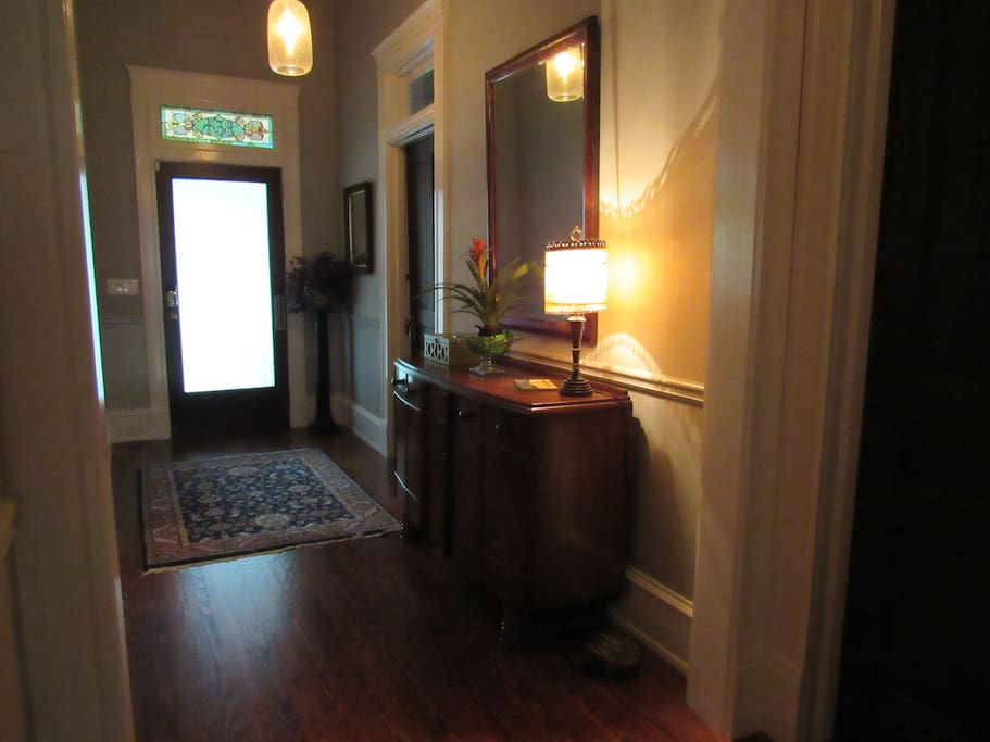 Private entrance hallway facing the front door