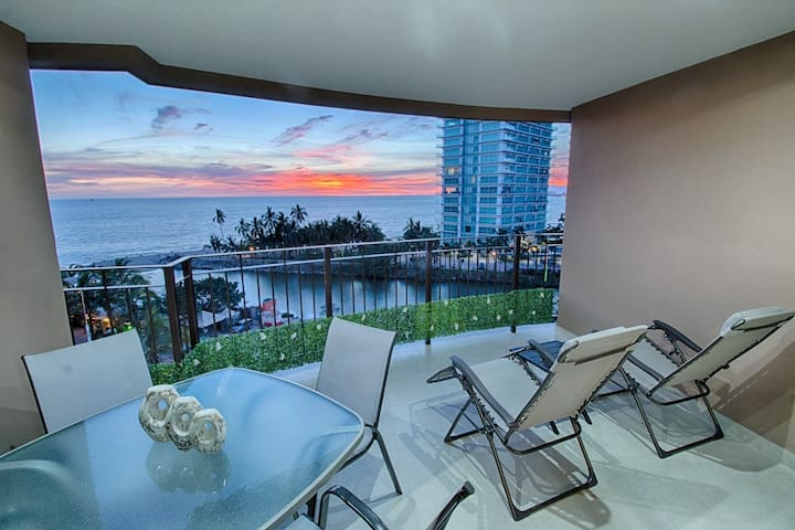 Beachfront Condo with Cable TV | Access to Pools, Gym, Tennis Court