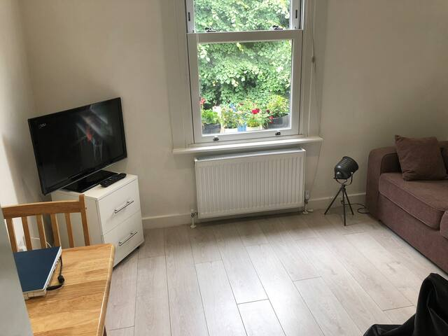 Cosy studio flat for a single person or a couple