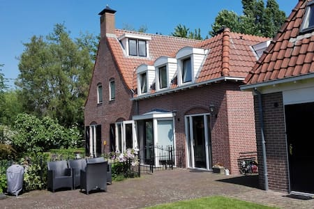 Room in a traditional Dutch house (Double)+bikes