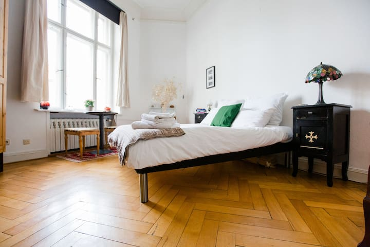 Berlin-Mitte: Historical Building in heart of city