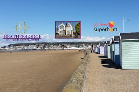 Stunning Seaside Luxury Apartment ,  sleeps 2/4