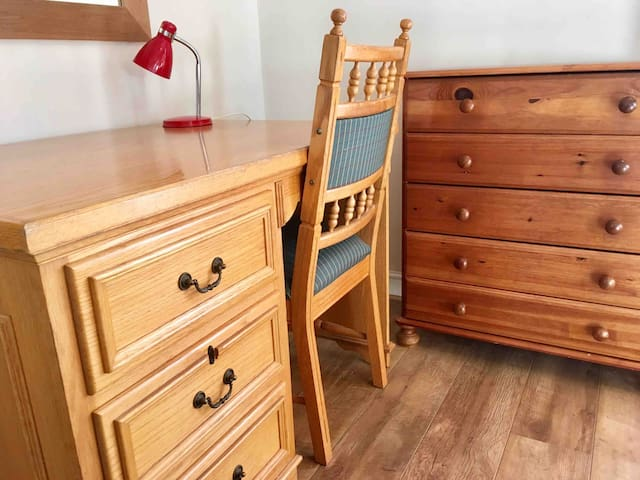 Large solid oak desk and chest of drawers