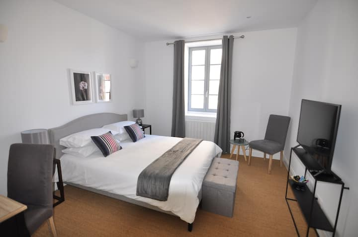 Les Tourelles - Premium Bedroom