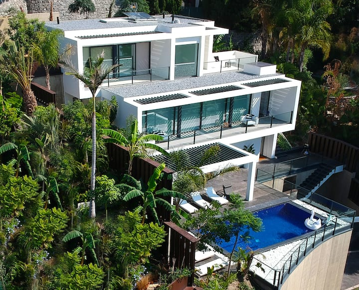 Luxury Contemporary Villa La Herradura Bay