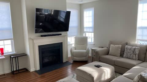 Private Master Suite close to I-95 & 15 min to PHL