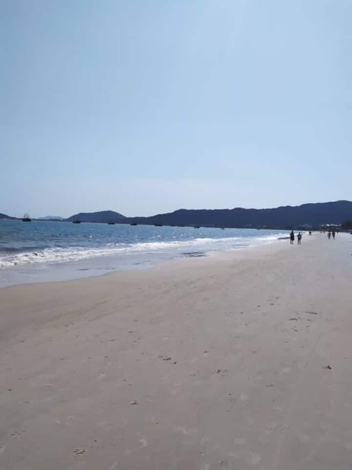 Casa praia da Cachoeira do Bom Jesus 350m da praia
