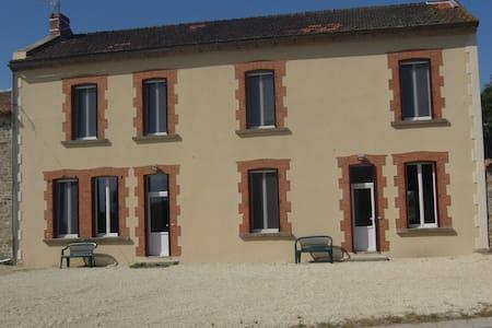 Le Petit Gîte de la Bredanchère - Lathus-Saint-Rémy