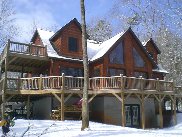 Cabin-style 3/3.5 on 11+ private ac! Up to 12 ppl!