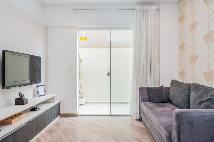 Confortável Apto c/ GARAGEM ao Lado da MERCADOTECA - Curitiba - Apartment