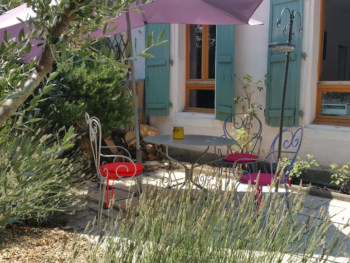 Wineworkers Cottage with garden & jacuzzi