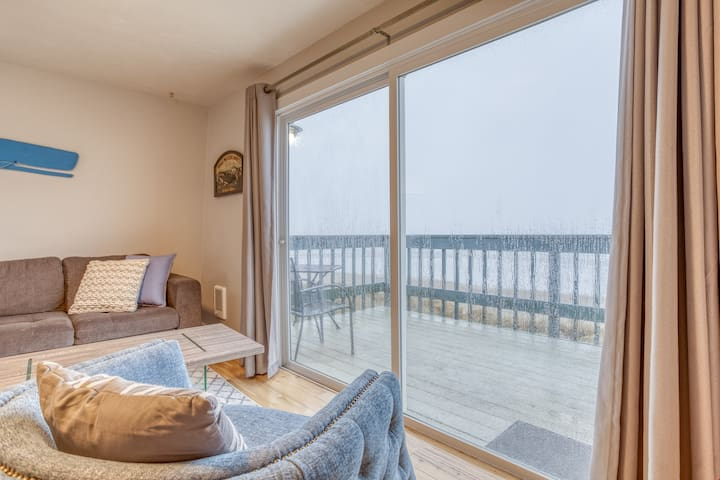 Whale Watcher Condo #2 - Oceanfront Condo with Panoramic Views of Rockaway Beach