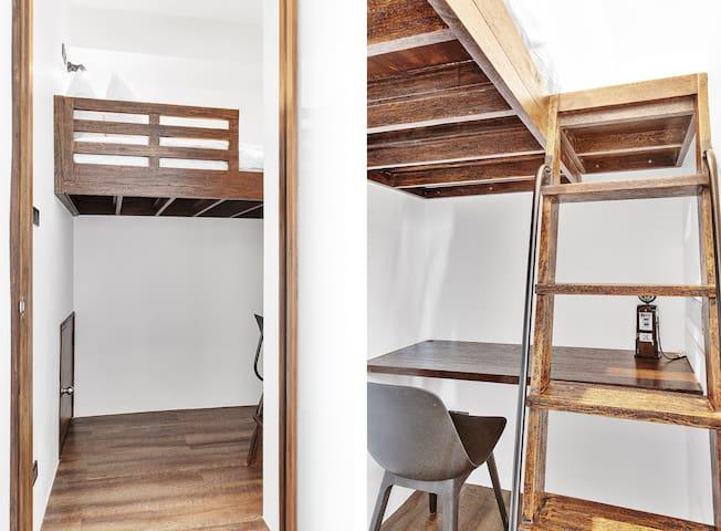 Bedroom wirh Single Loft Bed