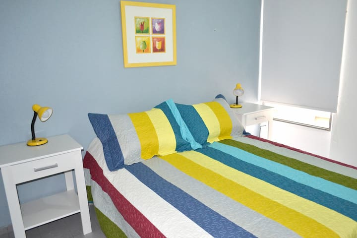 Colourful flat in the very city centre! (4 people) - Córdoba - Byt