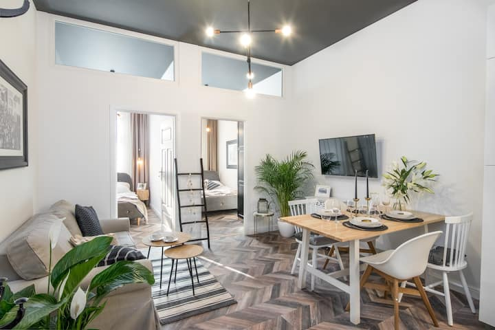 Charming Apartment / Jozefa