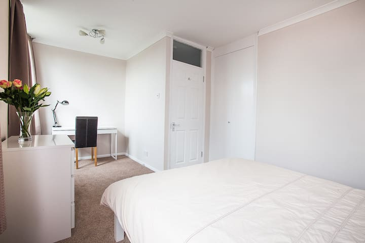 Rm4 - Luxury double, 5mins walk Blackheath village - Londen - Stadswoning