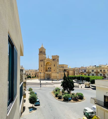 2 Bedroom Seaside Apartment with Large Terrace