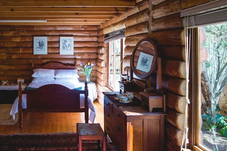 Spacious, idyllic room in log home.