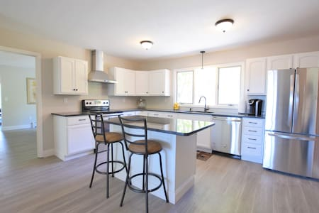 Newly Remodeled 4 Bedroom Near IC - Ithaca