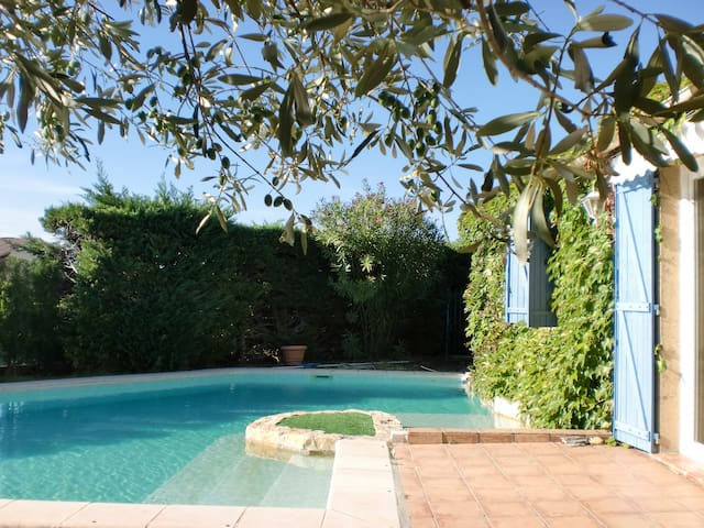 Jolie maison provençale avec piscine - Saint-Victor-la-Coste - Rumah
