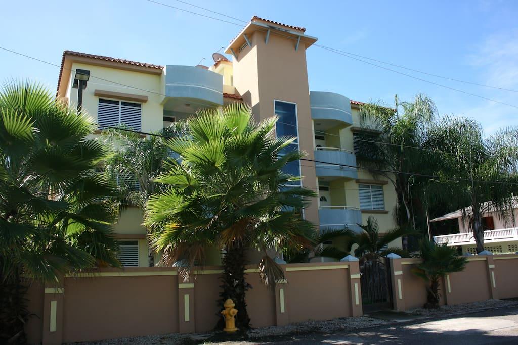 Edificio acogedor con 6 apartamentos y un estacionamiento asignado / Small cozy tower with 6 apartments and designated parking space