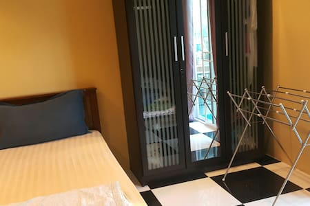 Sgl Bed strong wifi WC inside - Bangkok, Krung Thep Maha Nakhon, TH
