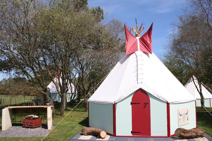 TipeeCo   Kingsize bed  & 2 singles - Dorset  - Tipi