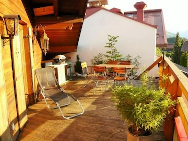 Stylish, Central, Roof Terrace with Mountain Views