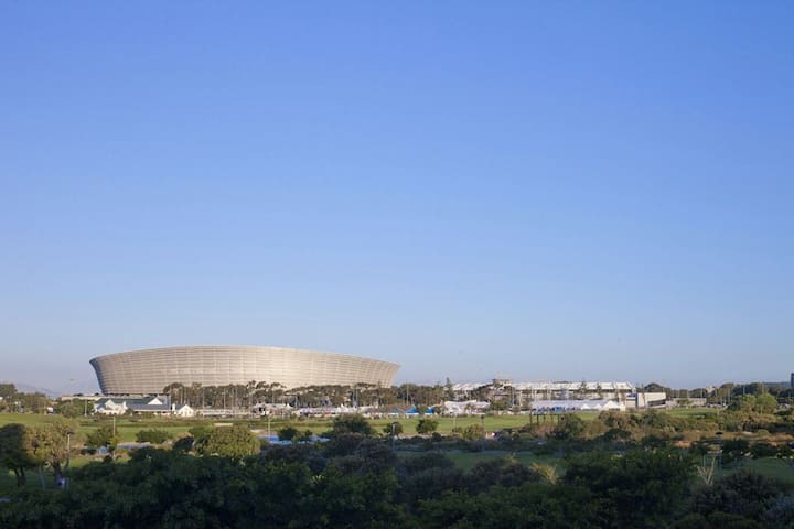 Gorgeous Mouille Point apartment + stunning view