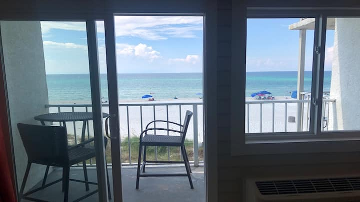 216/Sleeps 6/ WALK 2 PIER PARK/ BEACH FRONT!