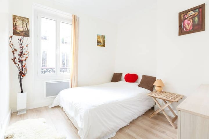 Nice one bedroom Champs Elysees–Arc de Triomphe