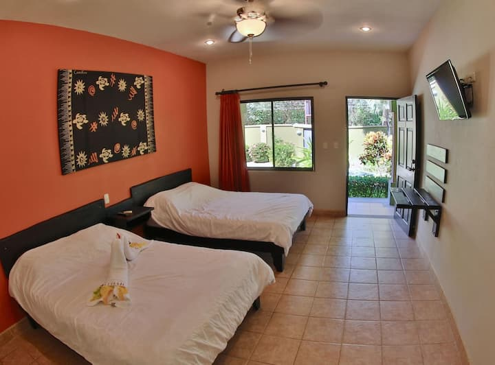 2-bed hotel room with pool - TV and AC in Potrero - surrounded by nature