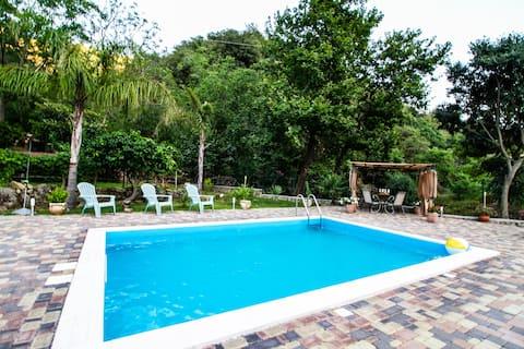 Le Muse Country House-Villa con piscina- Alcantara
