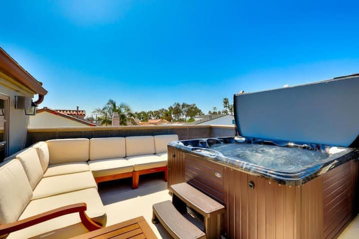 20% OFF AUG - Gorgeous Family Home w/ Roof Top Deck, Jacuzzi & A/C