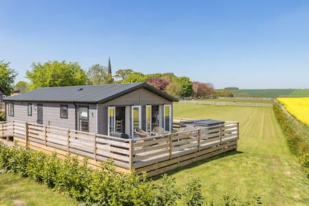 3 Bed Lodge (Hot Tub)  - On top of  the Wolds