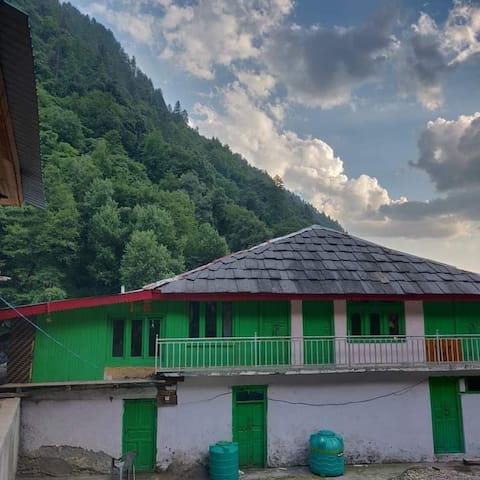 Sainj Valley Home II, Comfortable Stay with Meals.