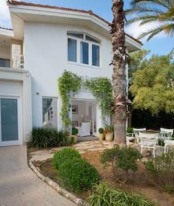 Luxurious Villa with pool - Caesarea - Villa