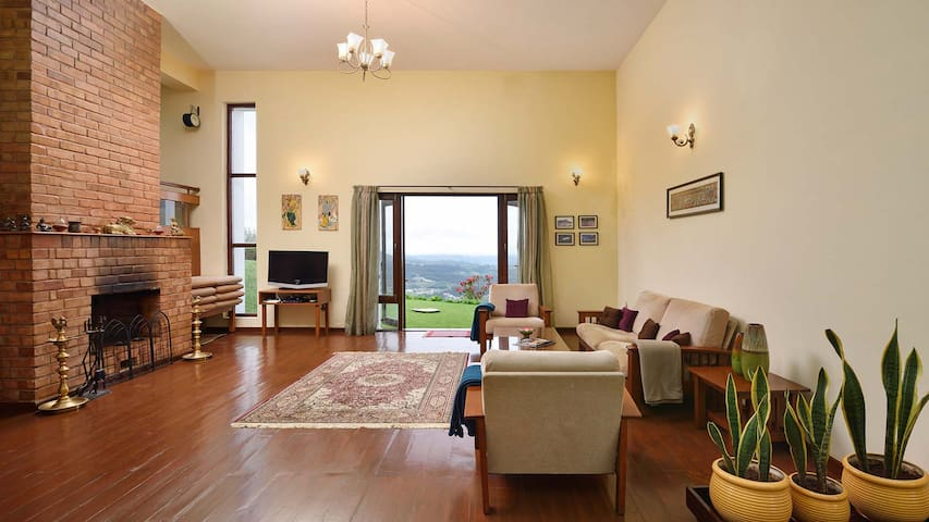 Kiah Villa ☼ Balcony room with valley views @ Ooty
